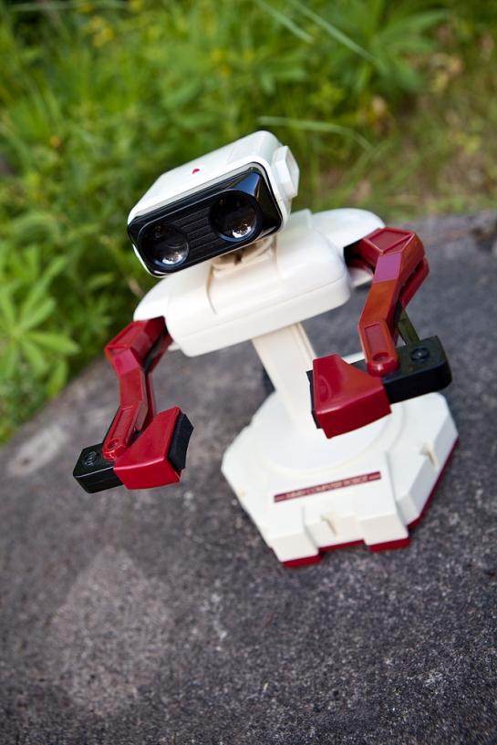 Famicom-Family-Computer-Robot-3