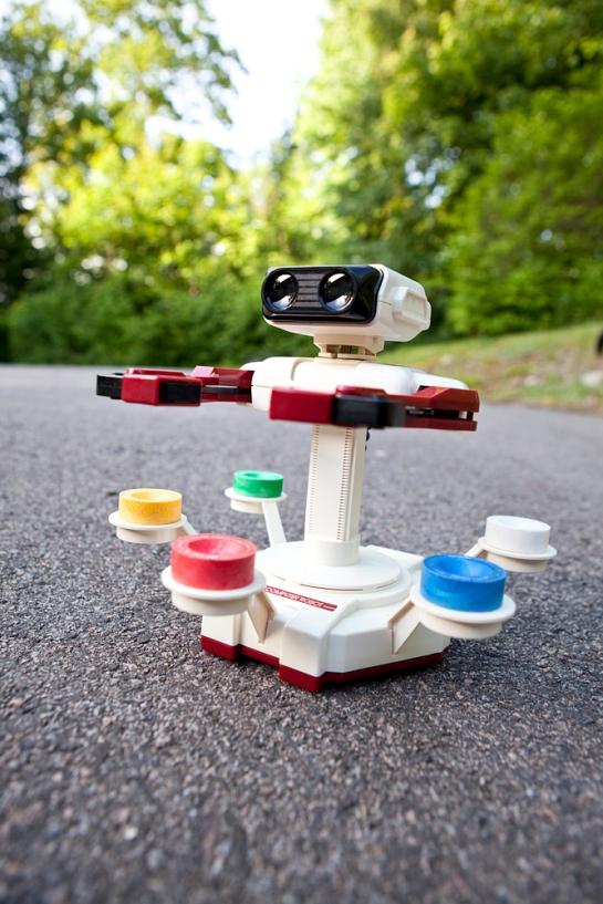 Famicom-Family-Computer-Robot-5