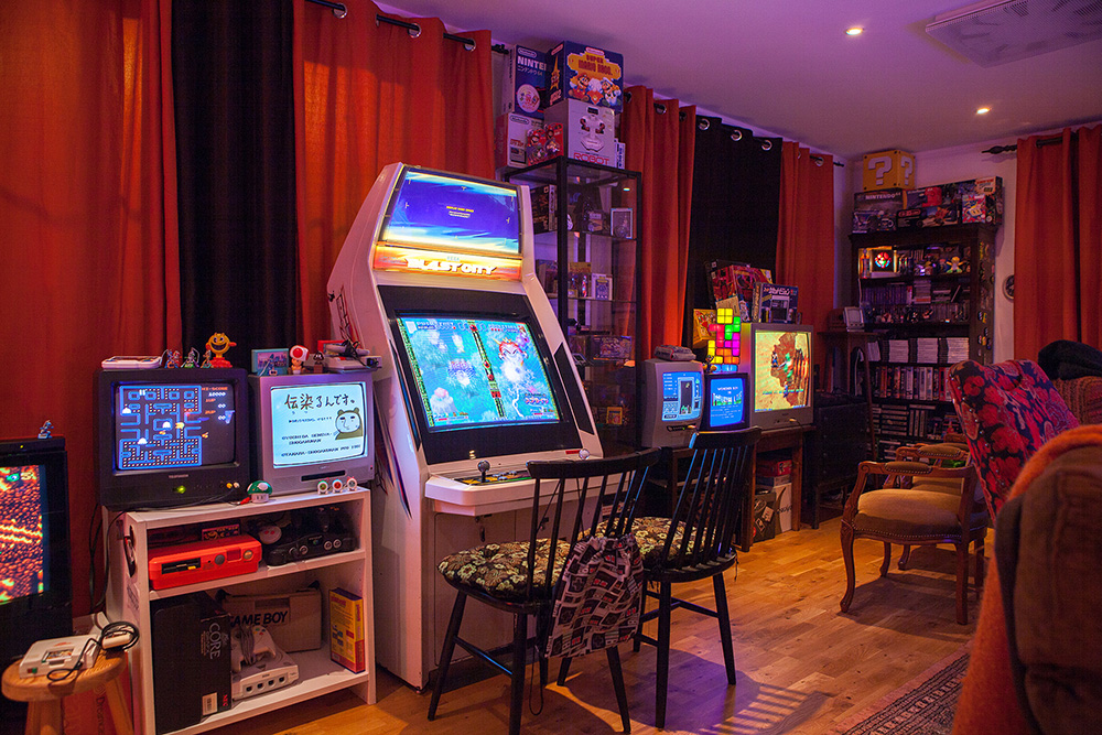 Donkey Kong Pac Man Arcade Machines And 20 TV Screens In