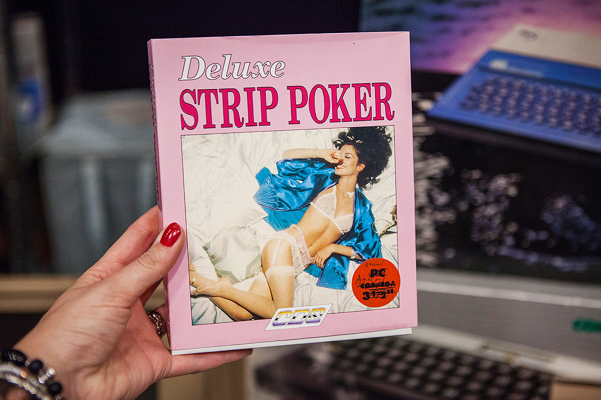 Deluxe Strip Poker