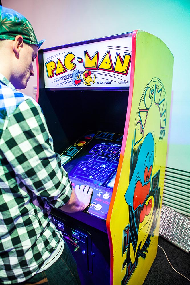 Barklund competing in Pac-Man SM