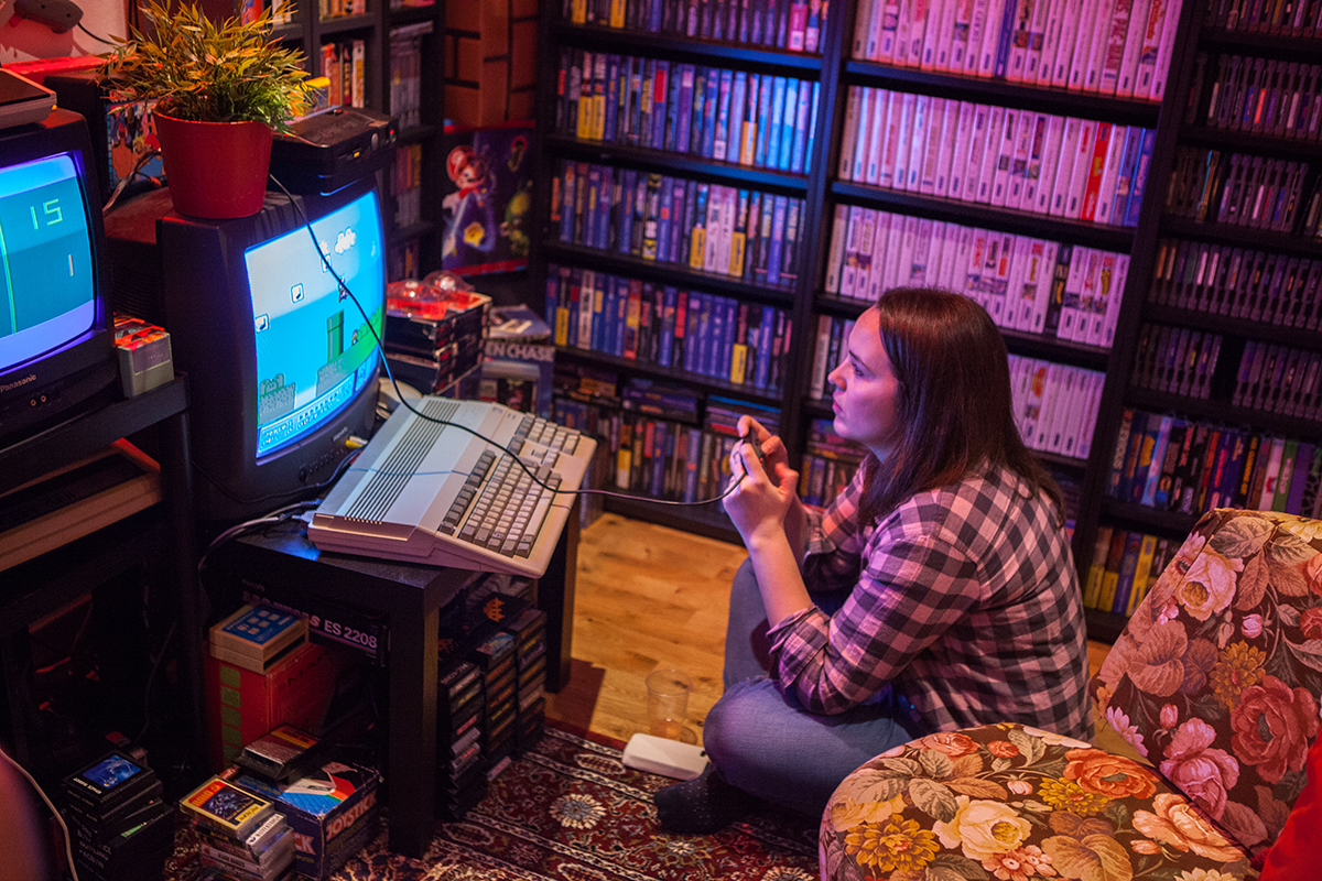 Casandra playing Super Mario Bros 3 at Retro Rumble